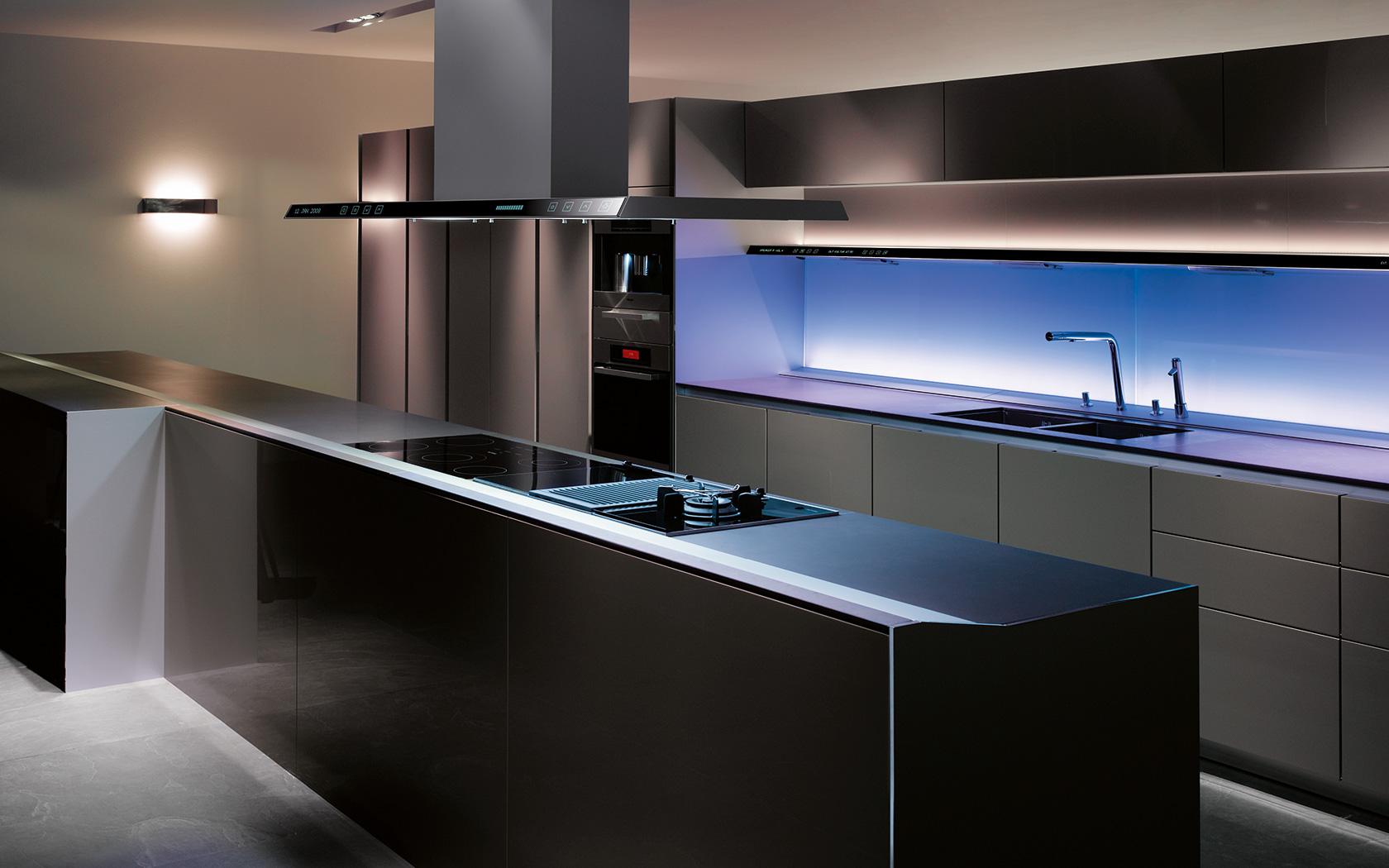 Keuken Modern Open : Handleless cabinets and pop open cabinet doors